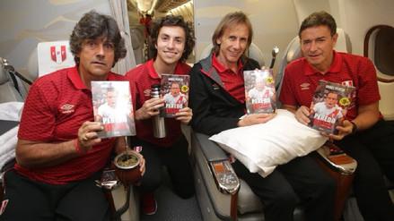 Jugadores de la Selección llevan a Rusia el libro de Daniel Peredo