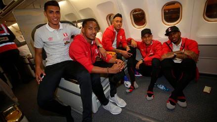 Las imágenes de la Selección Peruana en el avión que los lleva a Europa