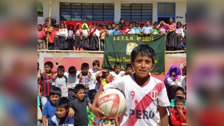 Niño envía emotivo saludo en quechua a Paolo Guerrero