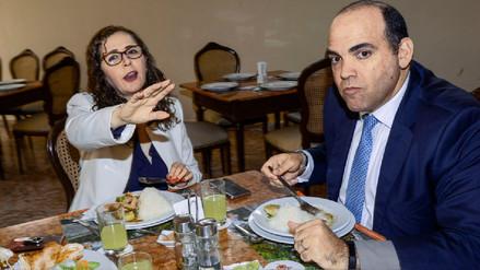 Difunden imagen de un almuerzo entre Rosa Bartra y Fernando Zavala