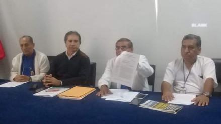 Médicos protestan contra cierre de servicios en hospital de EsSalud en Trujillo