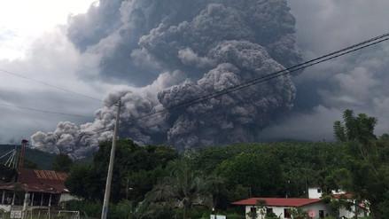 Erupción del Volcán de Fuego en Guatemala provoca cierre de aeropuerto y evacuaciones