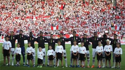 La Selección Peruana y sus hinchas cantaron el Himno a una sola voz en Suiza