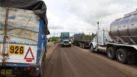 Transportistas ya se reúnen con gobierno por alza del ISC a combustibles