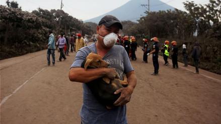 La muerte de un niño eleva a 70 la cifra de fallecidos por erupción de volcán en Guatemala