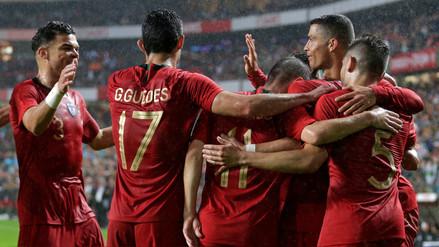 Portugal con Cristiano Ronaldo goleó 3-0 a Argelia con 'doblete' de Guedes y un gol de Fernandes en Lisboa