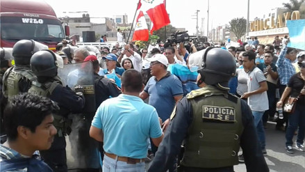 Autoridades y sociedad civil protestan en defensa del terminal marítimo