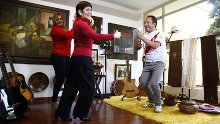 Cecilia Barraza, Ruth Karina y Diosdado Gaitán Castro se unen para alentar a Perú