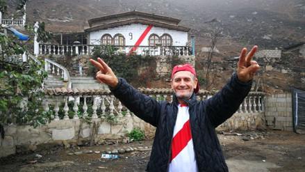 Hinchas pintan sus casas de rojo y blanco para apoyar a la Selección