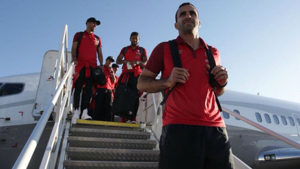 Selección Peruana llegó a su hotel en Suecia en medio de decenas de hinchas