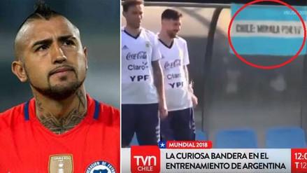 Bandera que se burló de Chile apareció en entrenamiento de Argentina