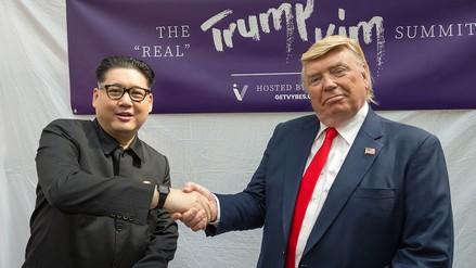 """Dobles de Donald Trump y Kim Jong-un celebraron su """"cumbre"""" en Singapur"""