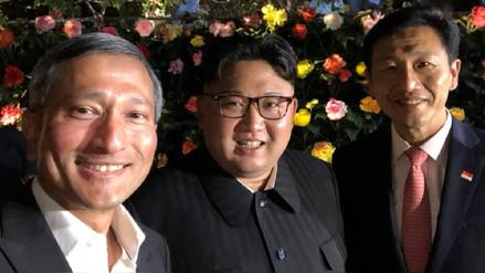 Kim Jong-un sale de turismo nocturno en Singapur y se hace selfis