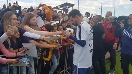 Argentina con Messi desató la locura al firmar autógrafos en Rusia 2018