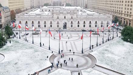 Video | Un manto blanco de nieve cubrió las calles de Santiago de Chile