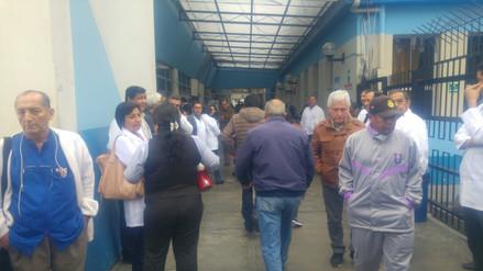 Médicos de hospital de EsSalud acatan paro en Trujillo