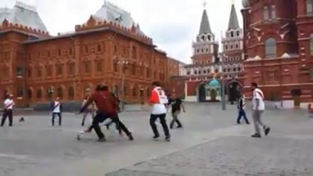 Como en casa: hinchas peruanos jugaron una 'pichanga' en Moscú