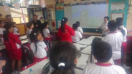 Alumnos aprenden inglés de manera dinámica como parte de plan piloto