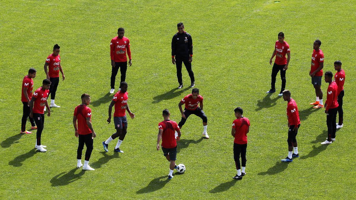 Gareca probó un once con Flores y sin Carrillo en su segundo entrenamiento en Rusia