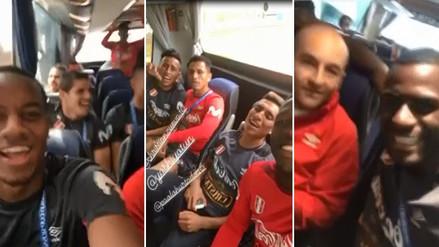 Los jugadores de la Selección Peruana se divierten en camino a los entrenamientos