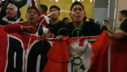 Hinchas alentaron a la Selección Peruana en las calles de Moscú