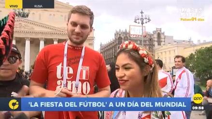 Hinchas peruanos y mexicanos esperan el inicio de Rusia 2018