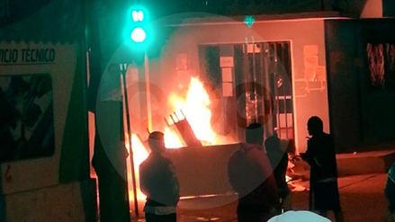 Así se registró el incendio en el municipio de Olmos durante protestas