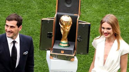 Natalia Vodianova, la supermodelo rusa que entregó la Copa del Mundo