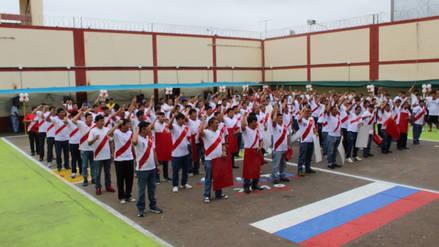 Internos del penal de Chiclayo cantan y alientan a la selección de fútbol