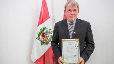 Danés se nacionalizó peruano y alentará a la Blanquirroja