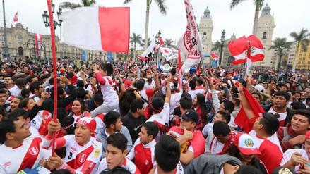 Perú vs. Dinamarca | Plaza de Armas abarrotada de hinchas por el debut peruano