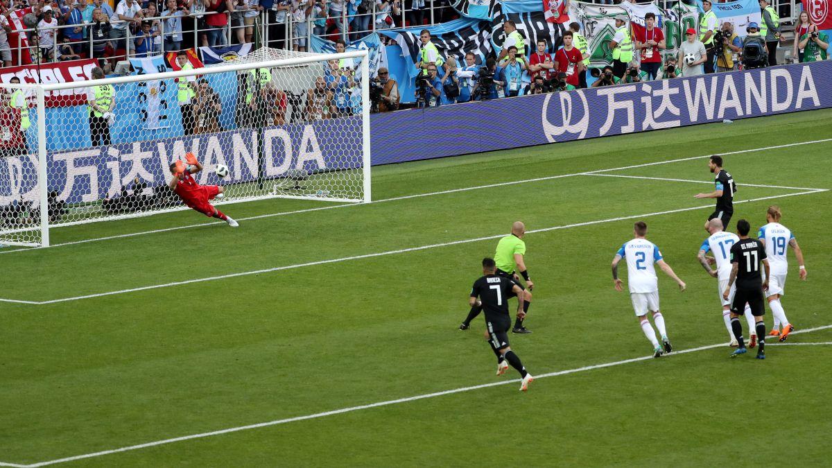 Argentina no pudo ser salvada por Lionel Messi y terminó empatando 1-1 con Islandia