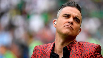 Fox se disculpó por gesto obsceno de Robbie Williams durante la inauguración de Rusia 2018
