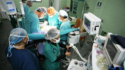 Perú tiene 12,8 médicos por cada 10.000 habitantes, muy abajo de los países de la OCDE