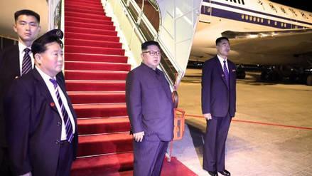 Kim Jong-un aterrizó en China para informar a Xi Jinping de su reunión con Donald Trump