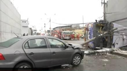 Cercado de Lima: 14 heridos fueron trasladados al hospital tras el choque de un bus contra un poste