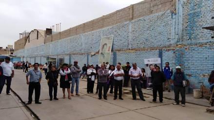 Trabajadores de Educación protestan y paralizan labores por 48 horas