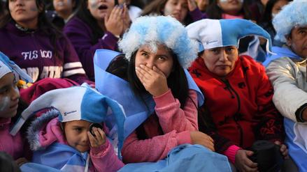 Fotos | Desilusión total en Buenos Aires tras la derrota de Argentina ante Croacia
