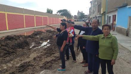 Arrojan desmonte con excremento cerca a colegio en Atusparia