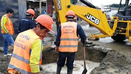 Colapso de tubería origina inundación de calles en Florencia de Mora