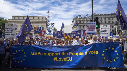 Miles de personas vuelven a pedir una votación sobre el brexit