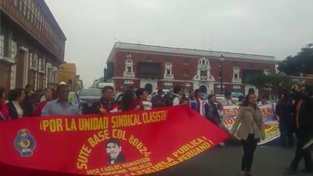 Docentes en huelga bloquean el tránsito vehicular en centro de Trujillo
