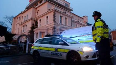 Peatones fueron atropellados delante de una iglesia antes de un funeral en Irlanda
