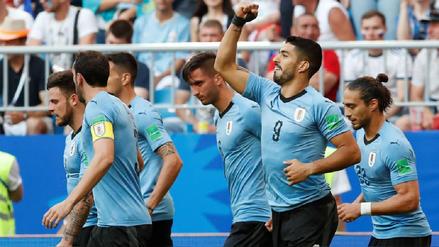 Uruguay goleó 3-0 a Rusia para terminar como líder del Grupo A