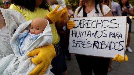La lucha de los bebés robados en España por sacar la verdad a la luz