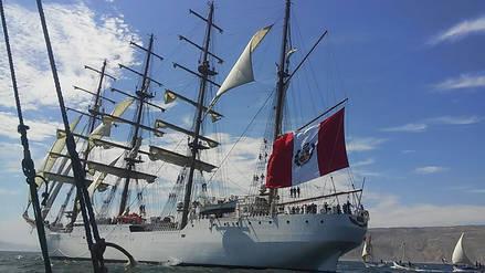 Los veleros tradicionales de Cabo Blanco saludaron al BAP Unión en Talara