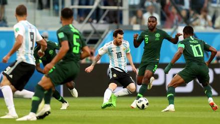 La impresionante foto de Messi rodeado de 4 rivales de Nigeria