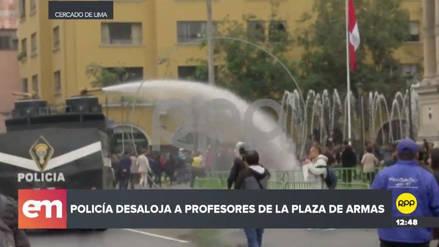 La Policía desalojó a un grupo de maestros que ingresó a la Plaza de Armas