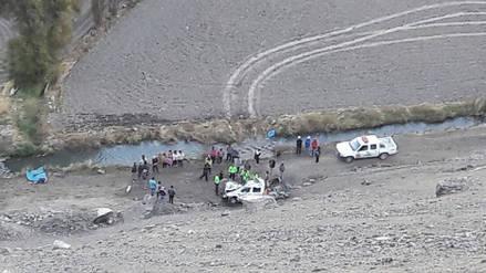 Camioneta cae a barranco y deja dos fallecidos en Arequipa