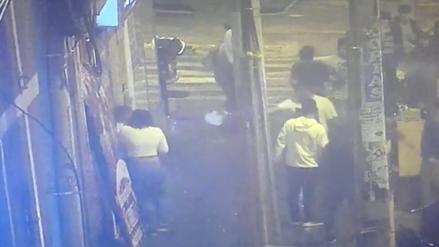 Cámaras captan violento ataque con arma de fuego en discoteca